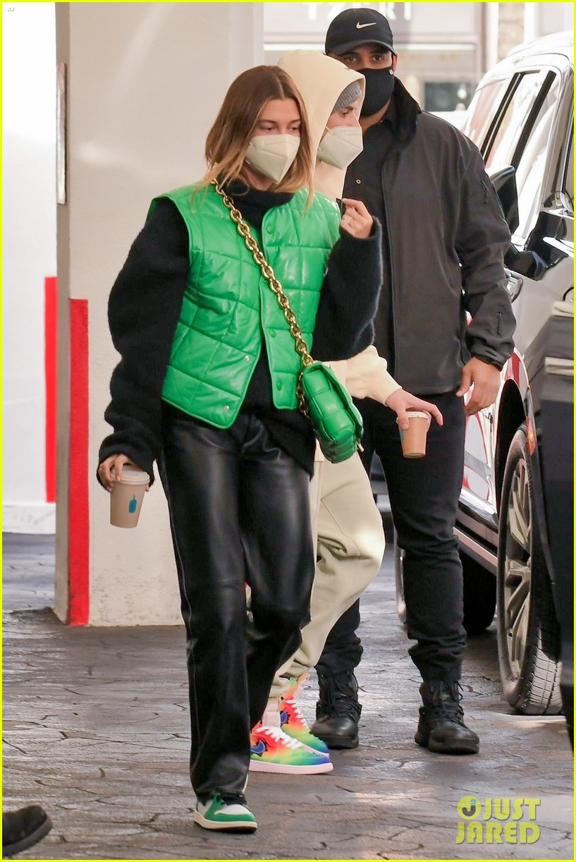 justin bieber hailey bieber match green appt outings 06