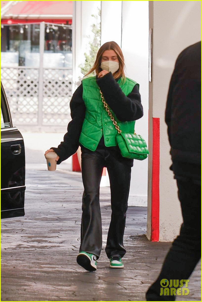 justin bieber hailey bieber match green appt outings 09