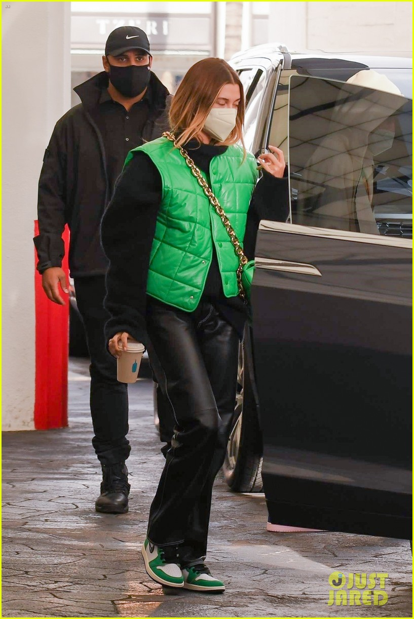 justin bieber hailey bieber match green appt outings 13