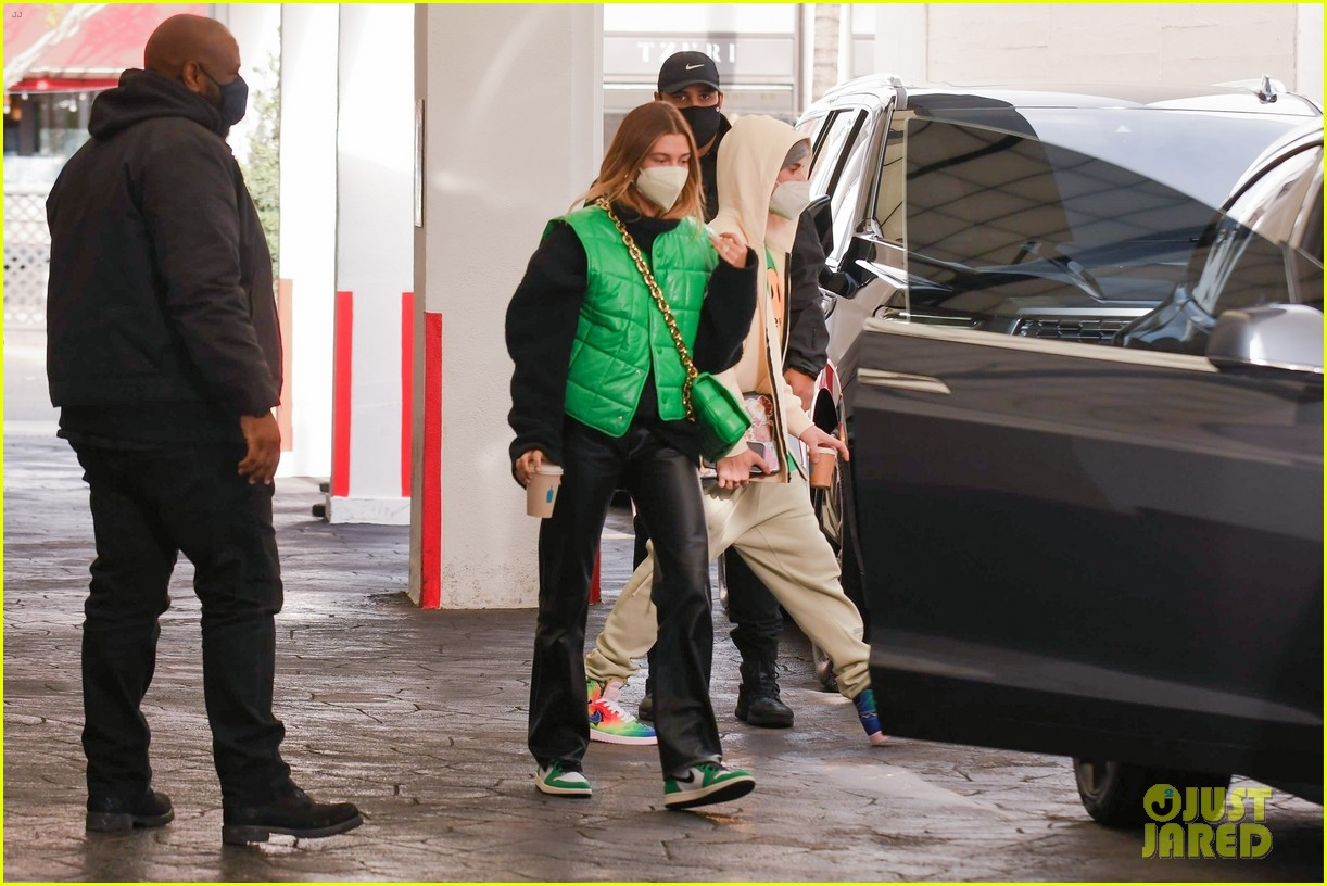 justin bieber hailey bieber match green appt outings 21
