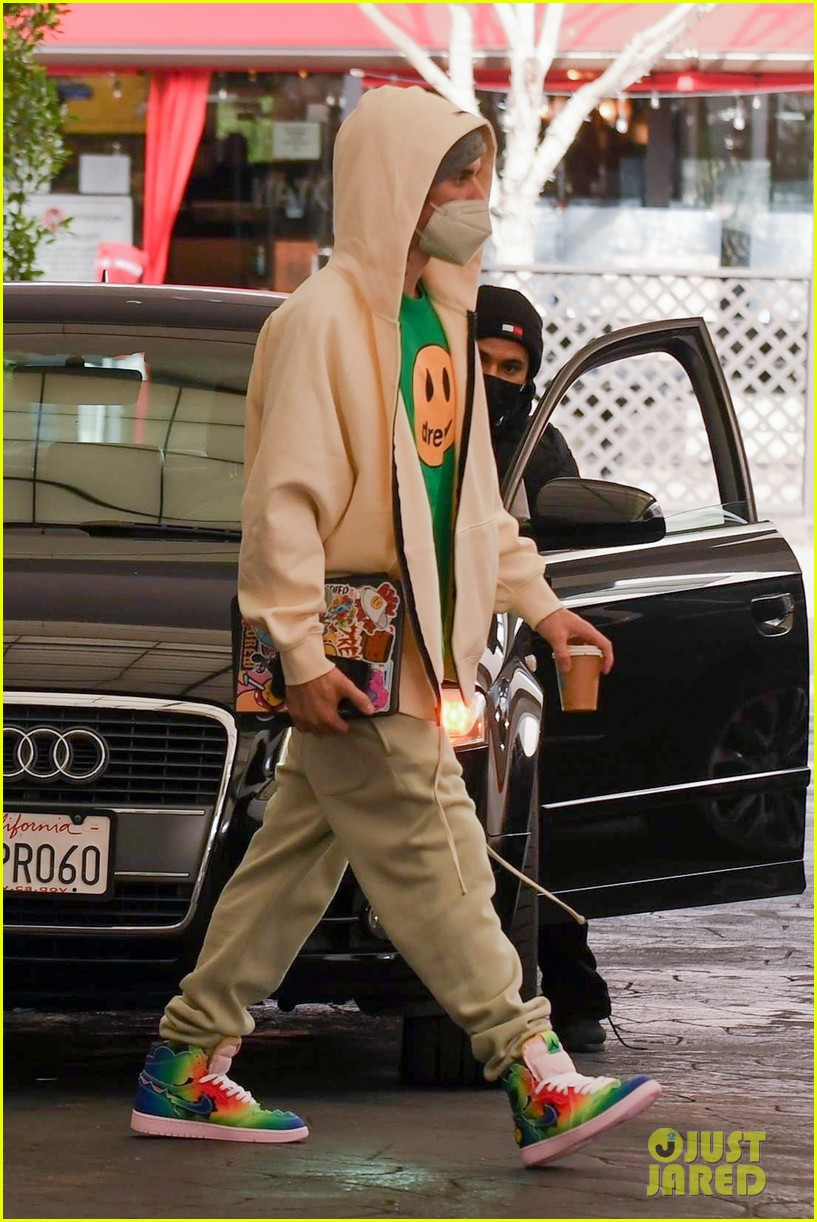 justin bieber hailey bieber match green appt outings 28