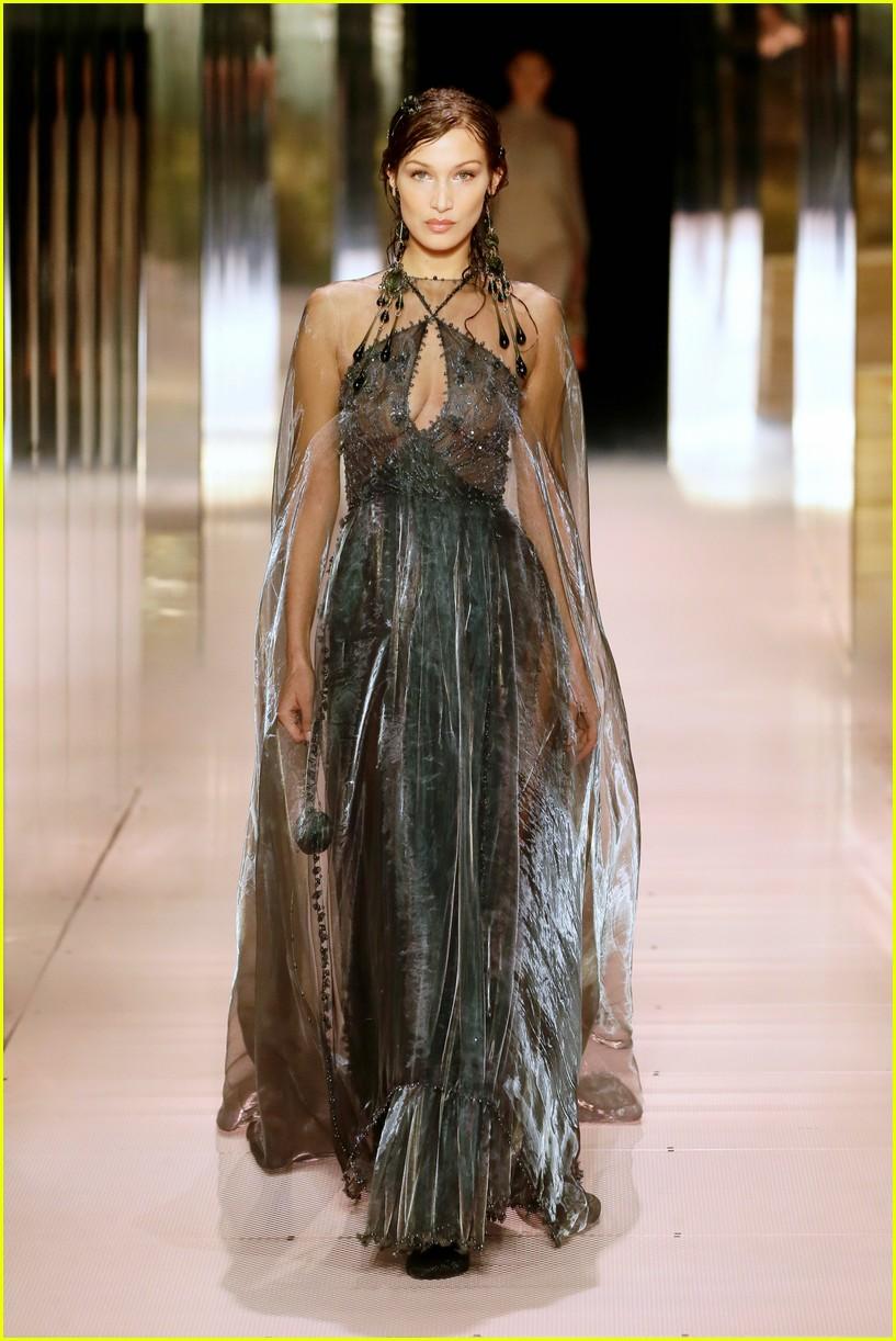 cara delevingne bella hadid hit the runway for fendi milan fashion show 02