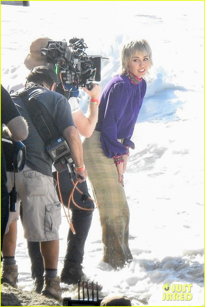 miley cyrus filming new music video at beach 02