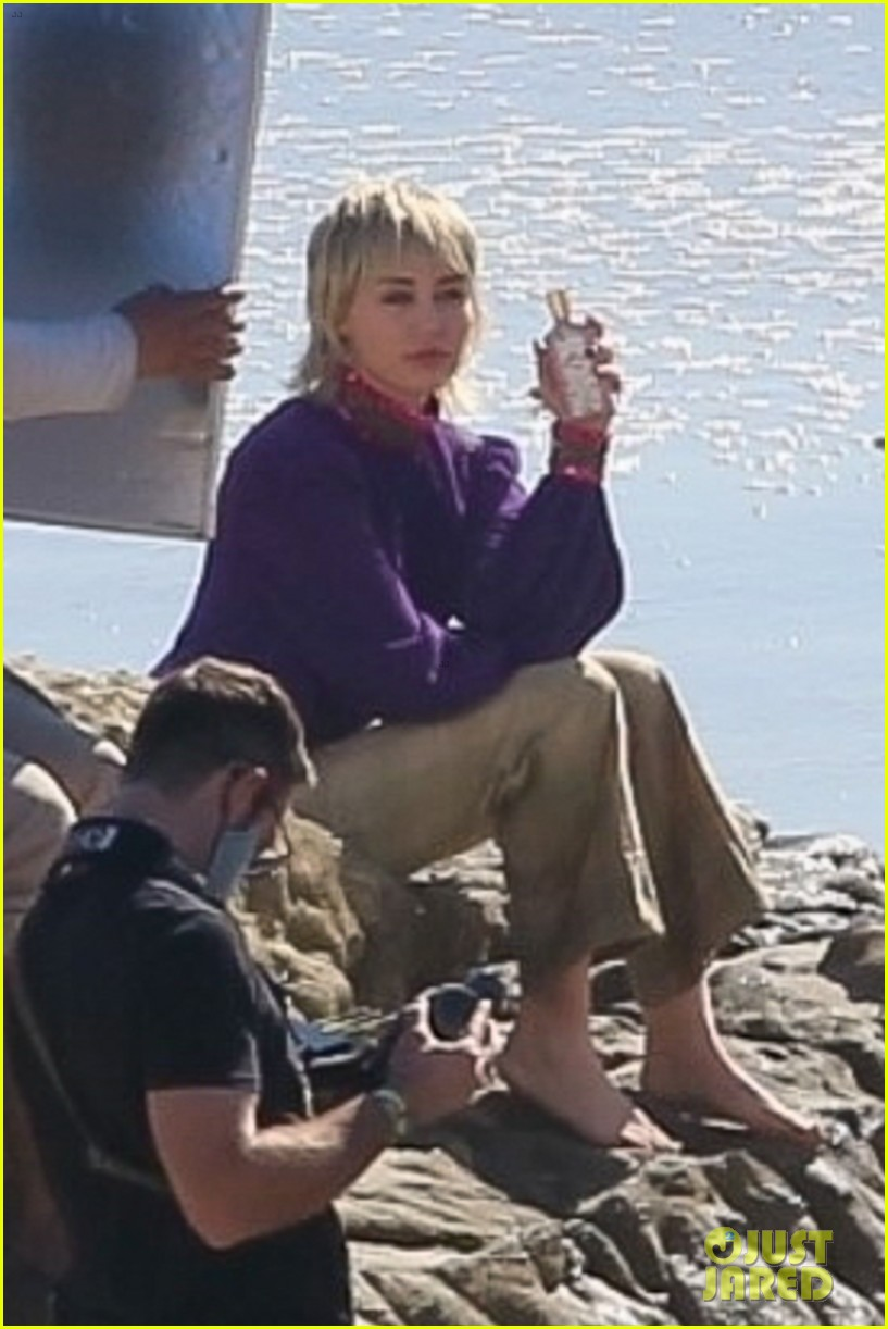 miley cyrus filming new music video at beach 05
