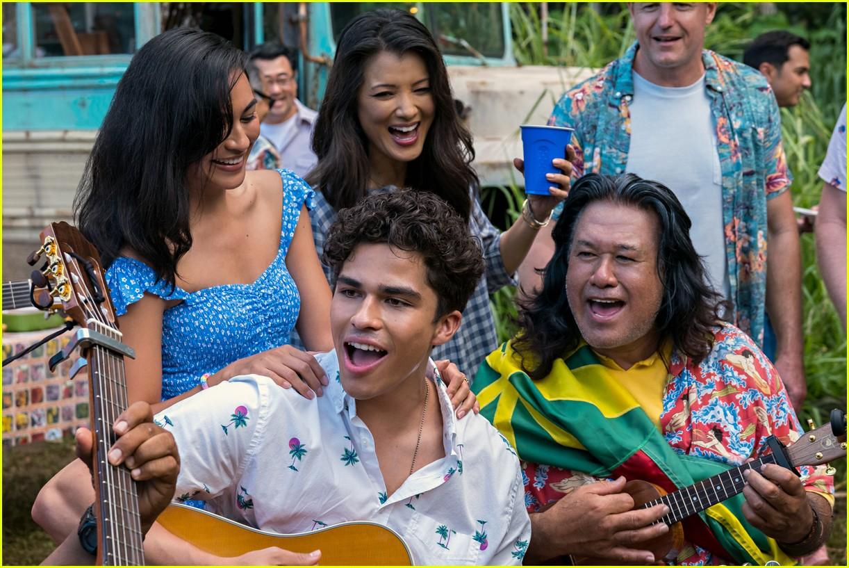 Alex Aiono & Kea Peahu Star In 'Finding 'Ohana' Trailer ...