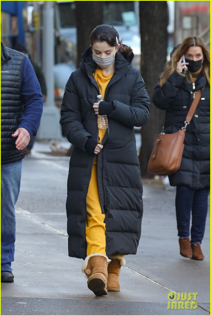 selena gomez bundles up while arriving on set of only murders 02