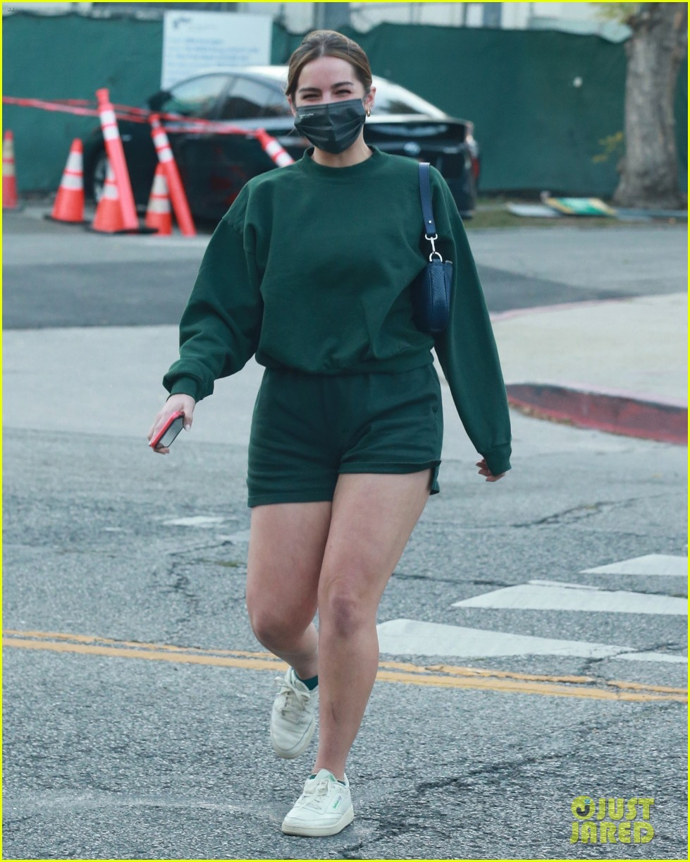 addison rae goes green while out in weho 02