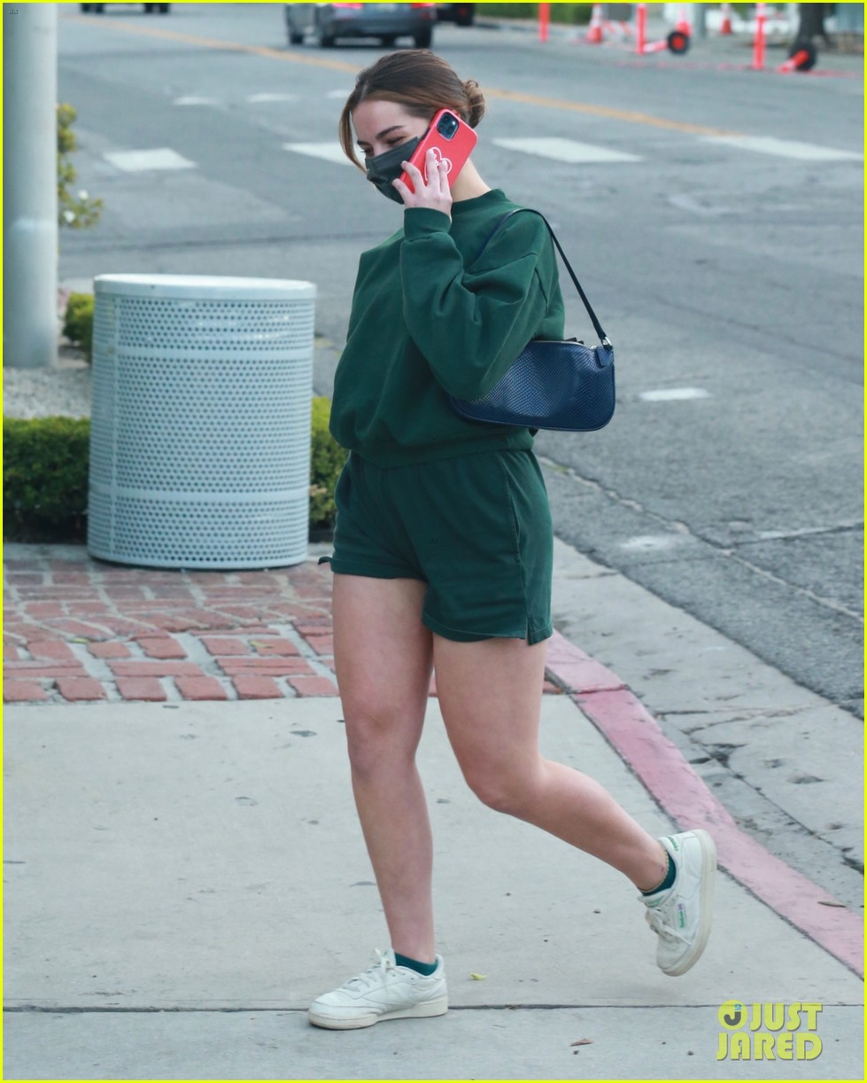 addison rae goes green while out in weho 05
