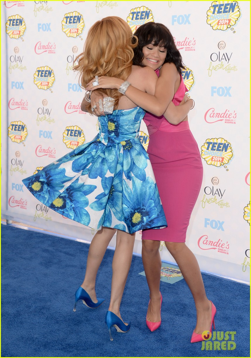 bella thorne says this made her and zendaya not be friends during first season of shake it up 05