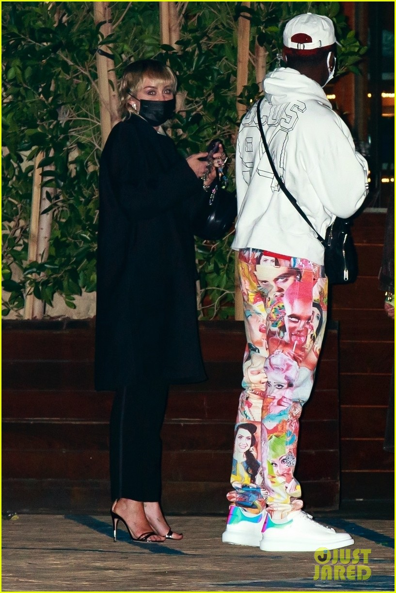miley cyrus lil nas x dinner with friends 01