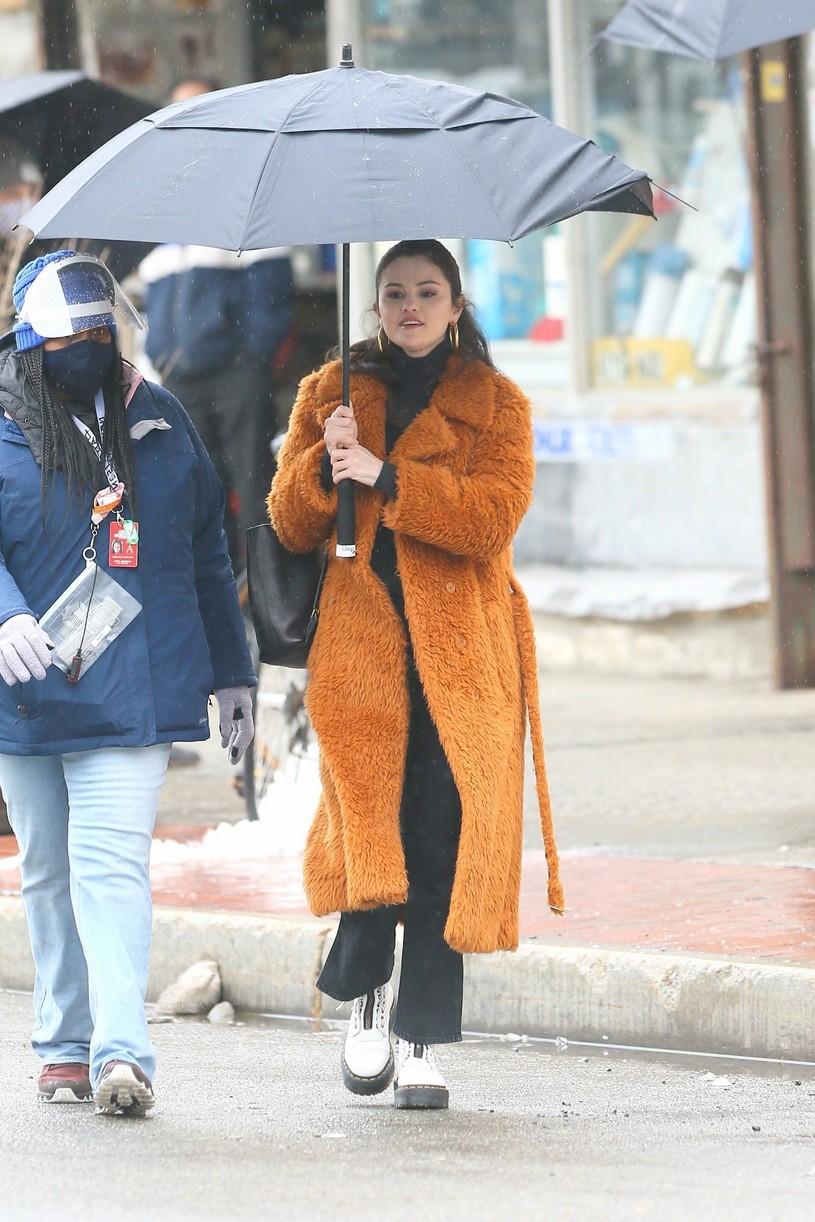 selena gomez leopard orange coat only murders martin short steve martin 06