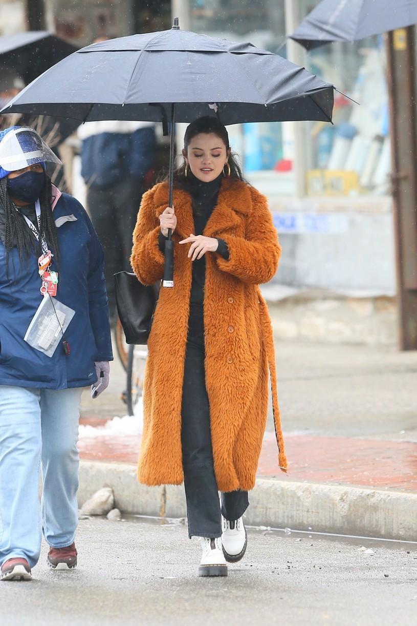 selena gomez leopard orange coat only murders martin short steve martin 07