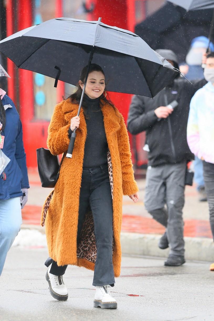 selena gomez leopard orange coat only murders martin short steve martin 11