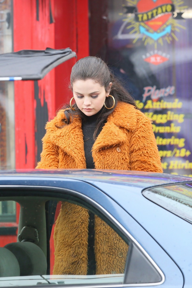selena gomez leopard orange coat only murders martin short steve martin 15