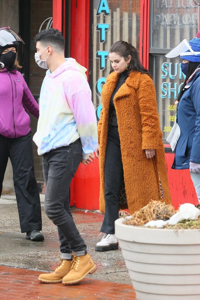selena gomez leopard orange coat only murders martin short steve martin 16