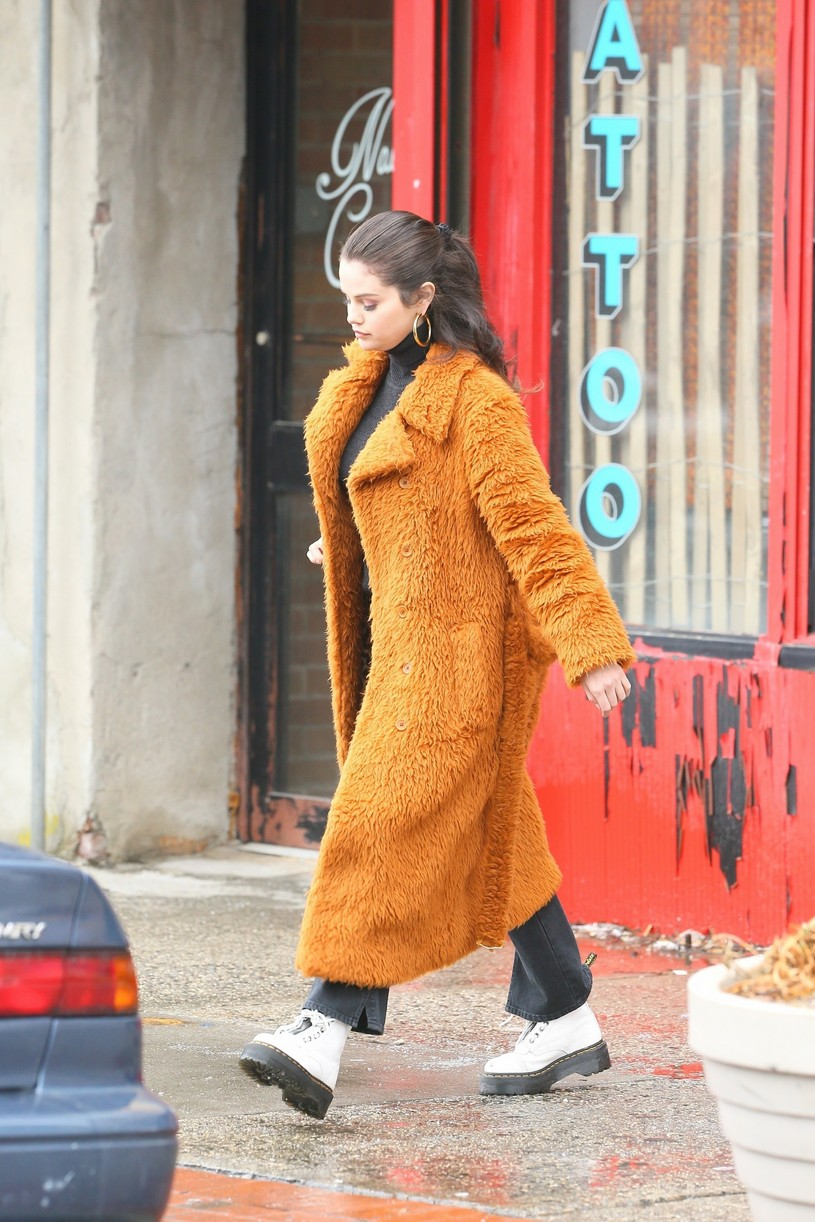 selena gomez leopard orange coat only murders martin short steve martin 17