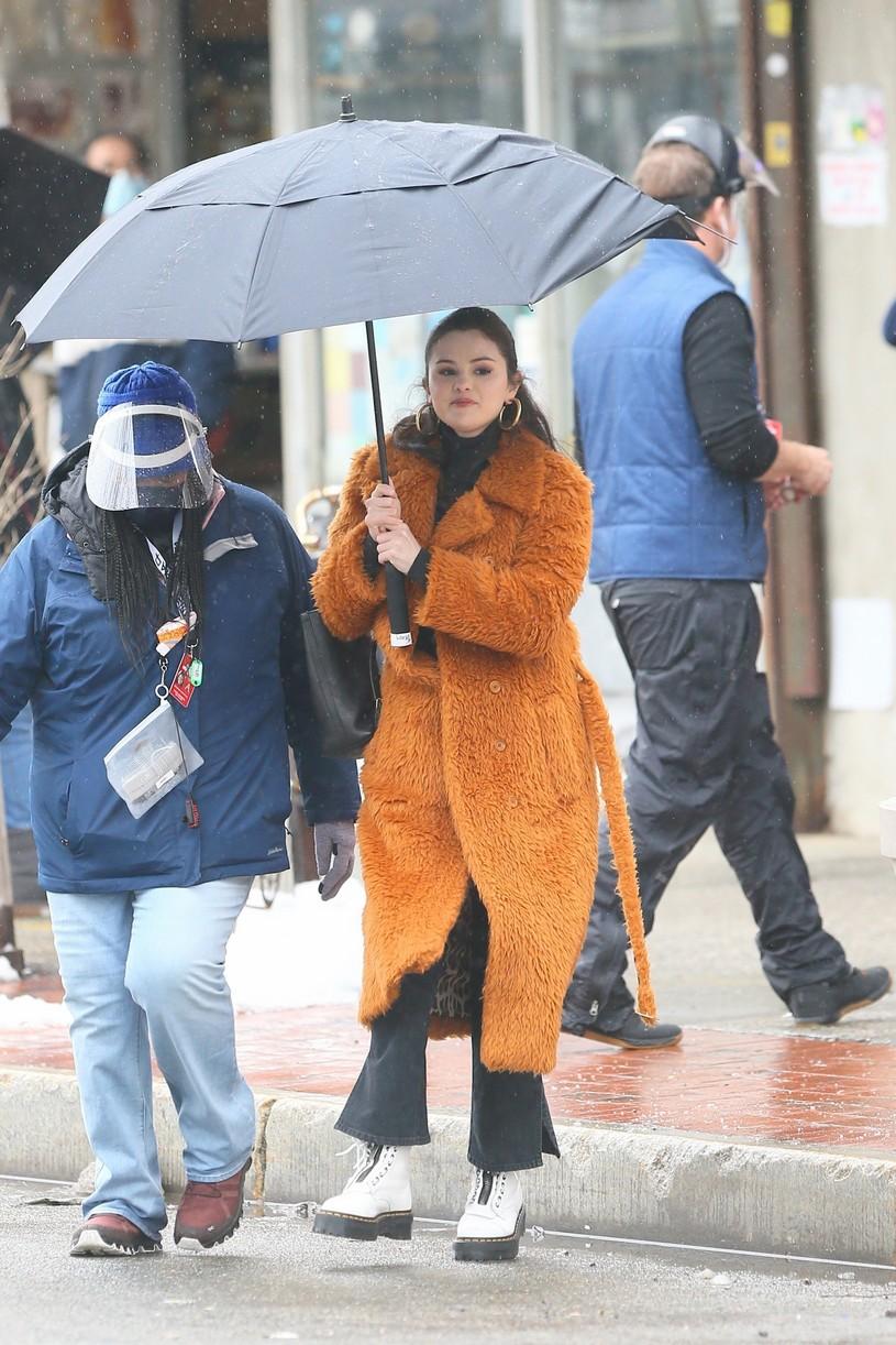 selena gomez leopard orange coat only murders martin short steve martin 23