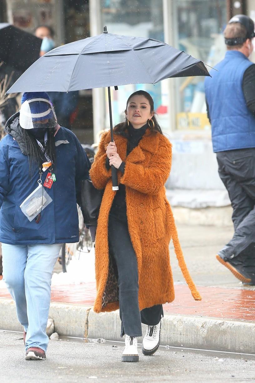 selena gomez leopard orange coat only murders martin short steve martin 26