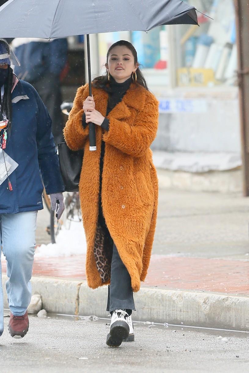 selena gomez leopard orange coat only murders martin short steve martin 28