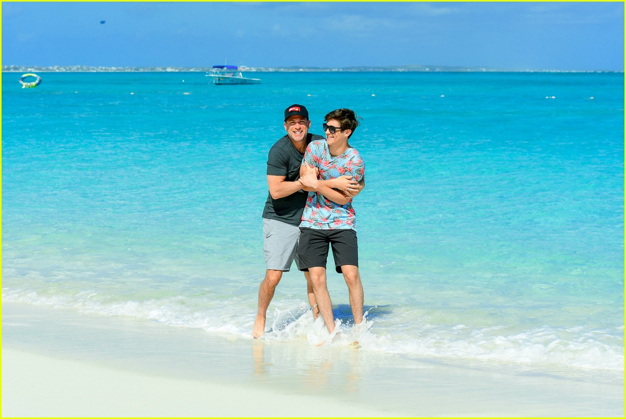asher angel and his dad have fun in the sun in new turks caicos pics 04
