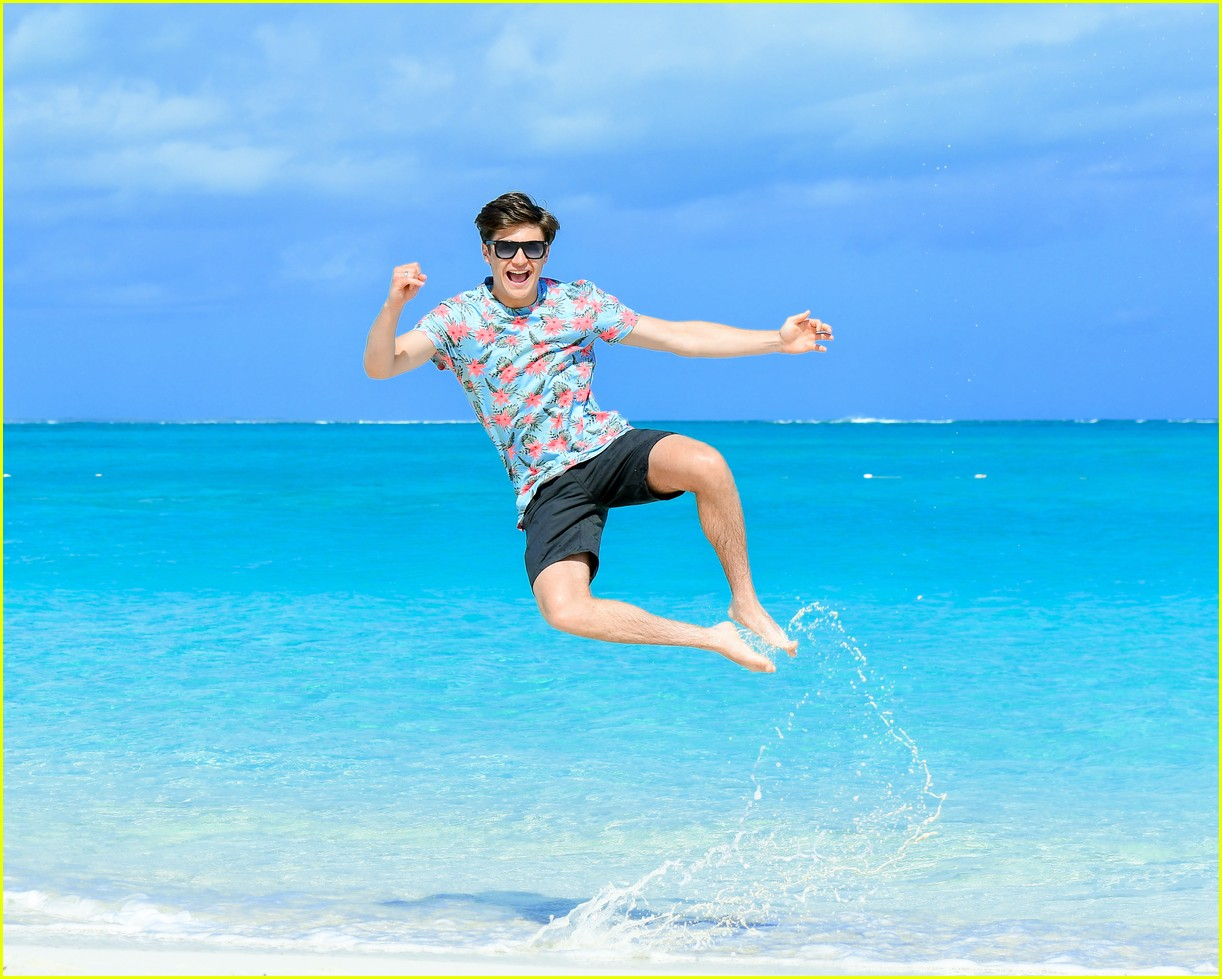 asher angel and his dad have fun in the sun in new turks caicos pics 05