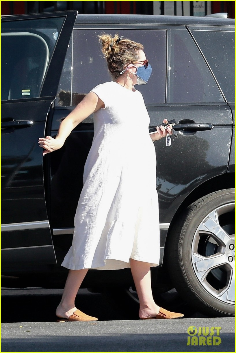 ashley tisdale is almost ready to have her baby see new pics 01