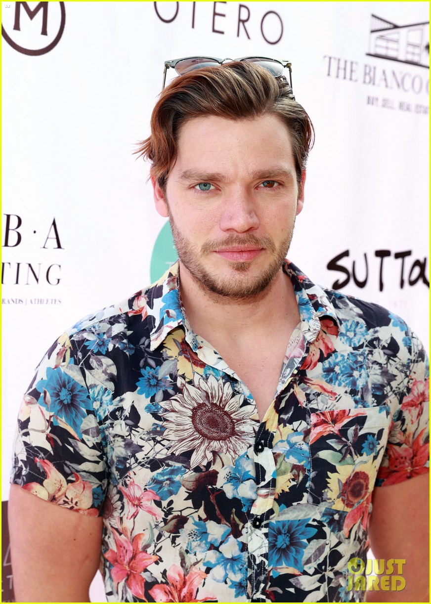dominic sherwood jack griffo more get into 80s spirit for cassie scerbo bday 02