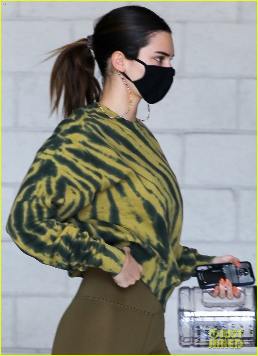 kendall jenner carries water jug trip to the gym 02