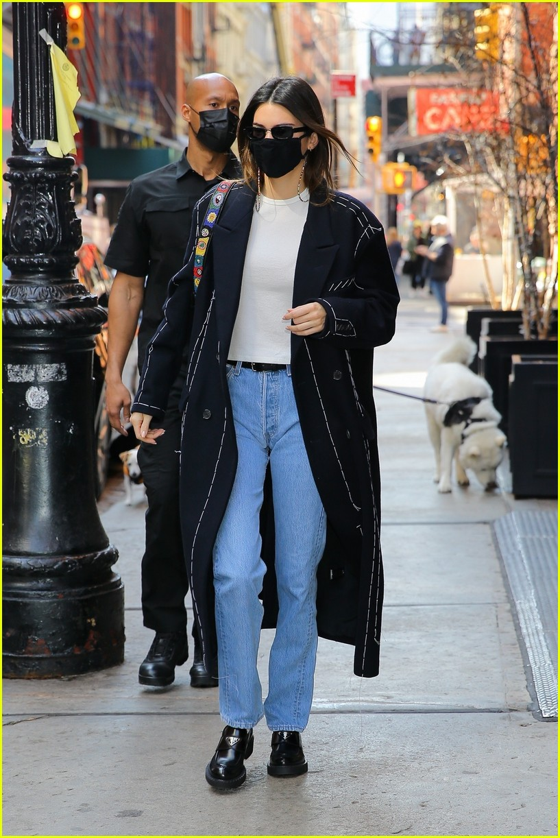 kendall jenner nyc trench 01