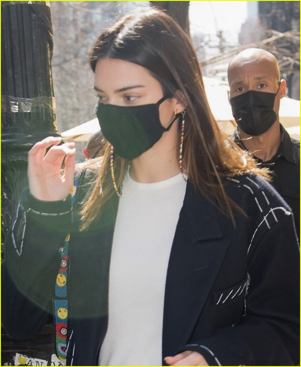 kendall jenner nyc trench 04