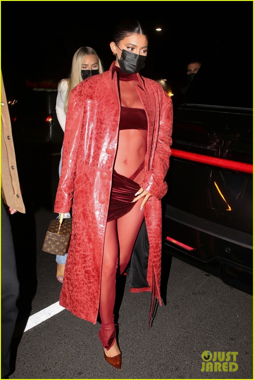 kylie jenner kendall jenner at party 03
