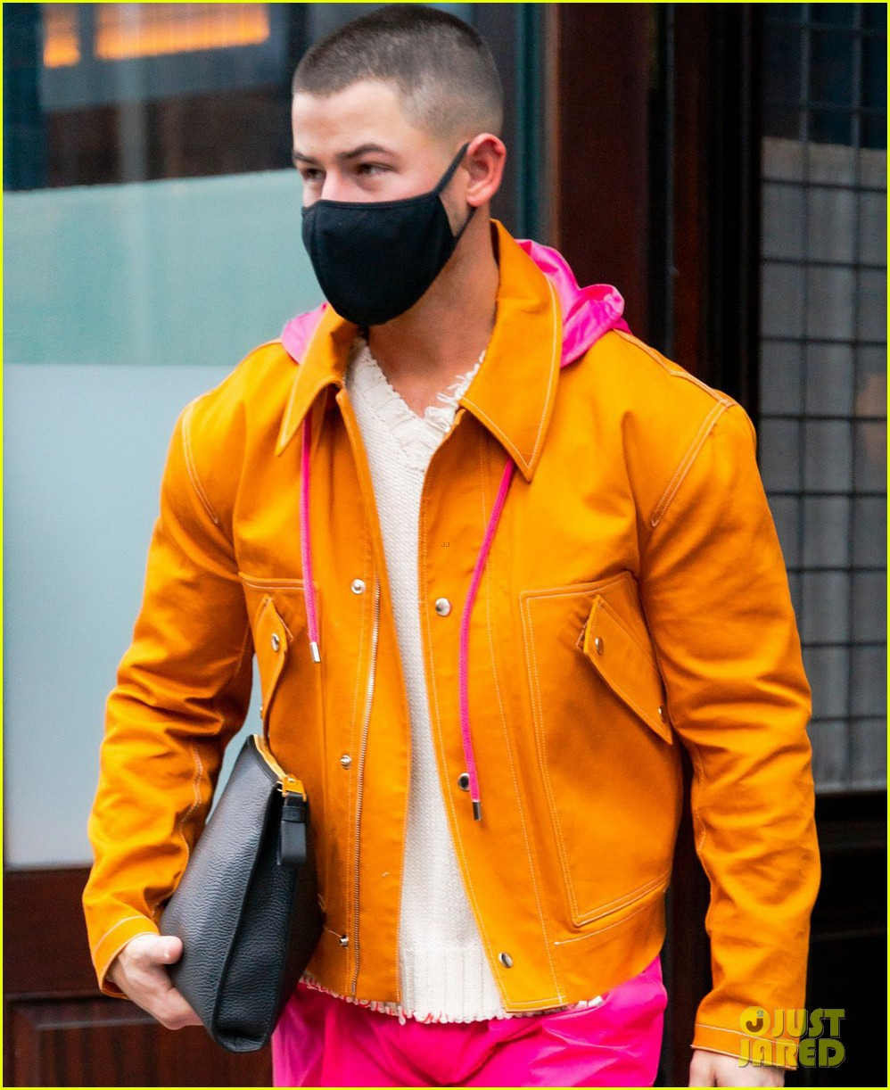nick jonas colorful outfit out in nyc 04