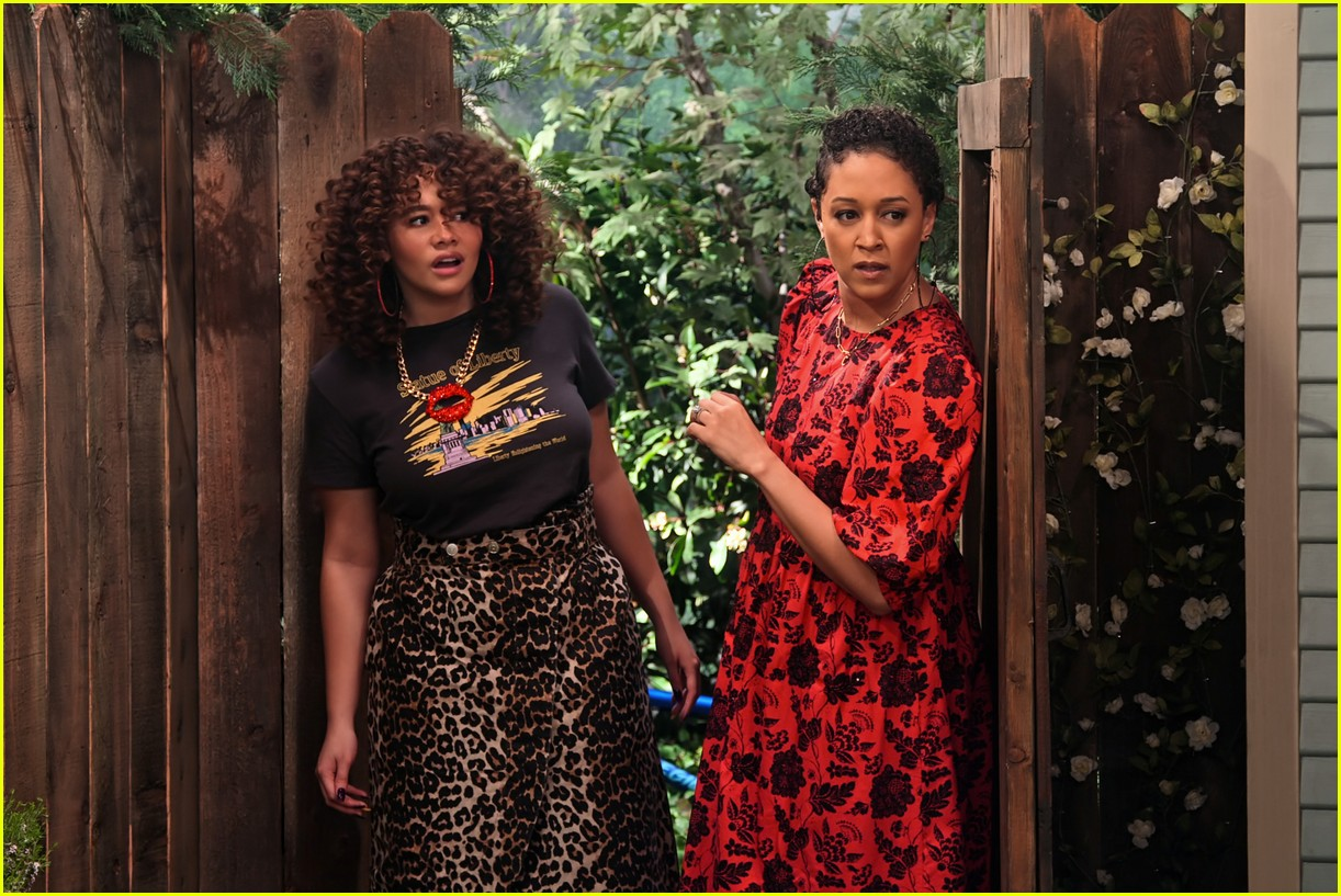 talia jackson isaiah russell bailey more star in family reunion part 3 trailer 01