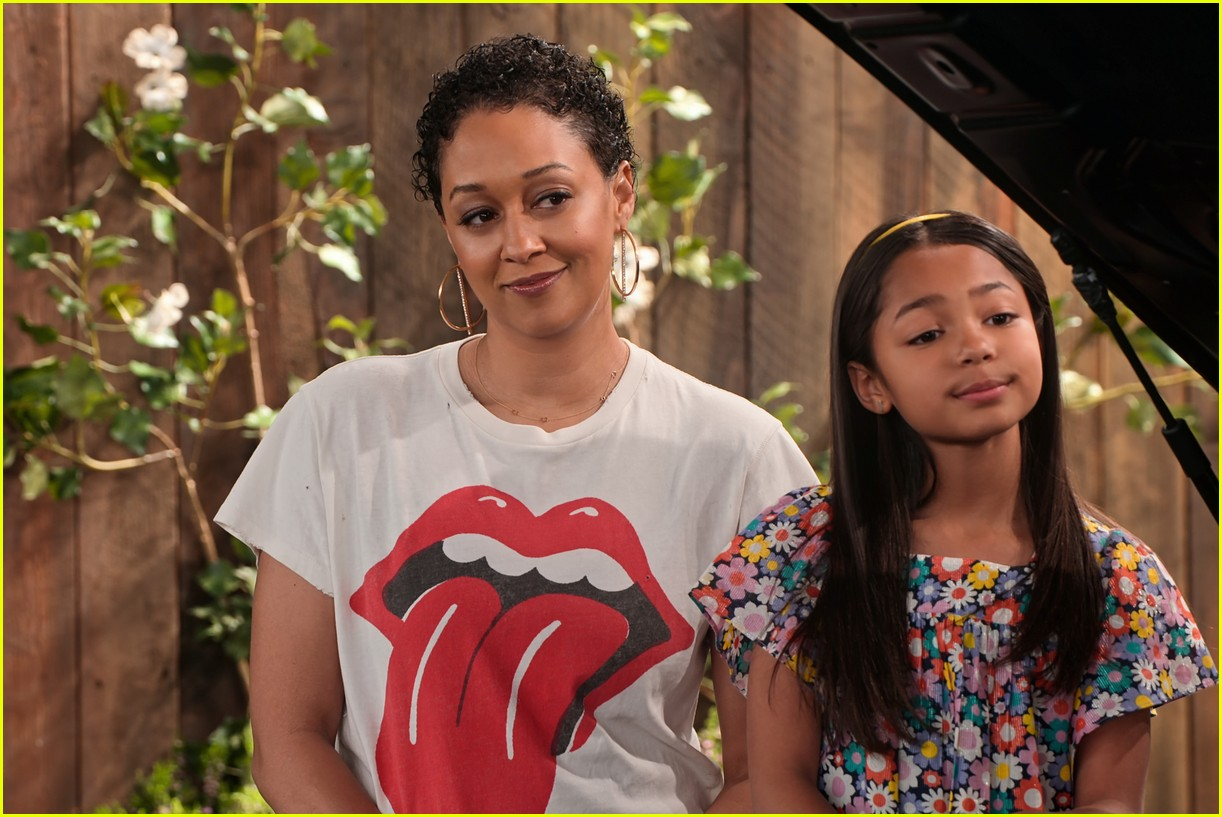 talia jackson isaiah russell bailey more star in family reunion part 3 trailer 03