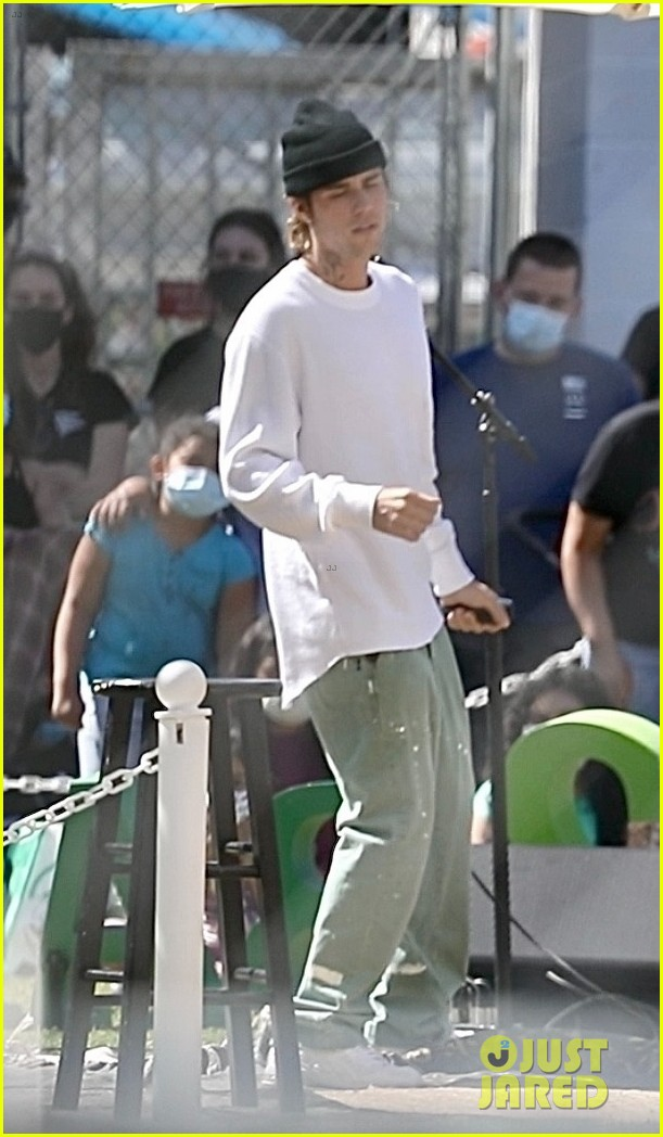 justin bieber performs at school after night out with hailey bieber 15