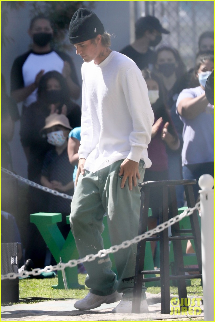 justin bieber performs at school after night out with hailey bieber 36