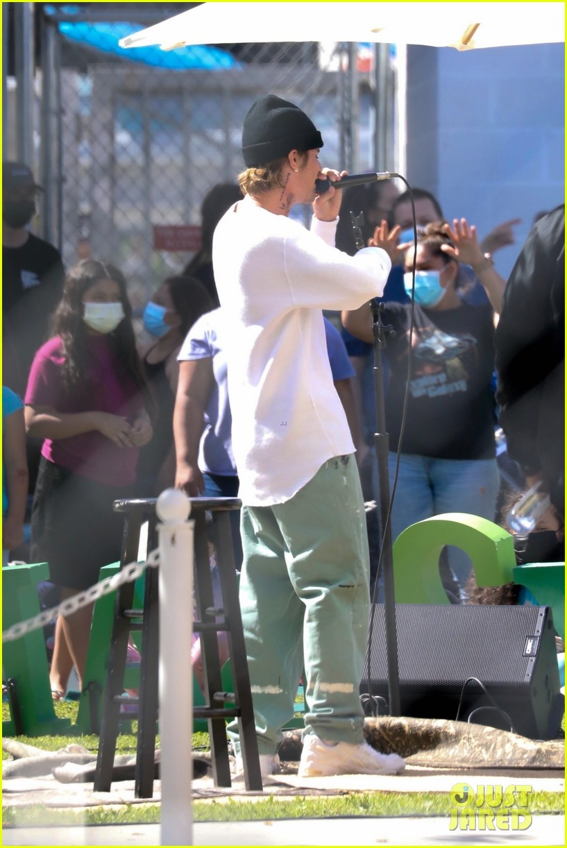 justin bieber performs at school after night out with hailey bieber 60