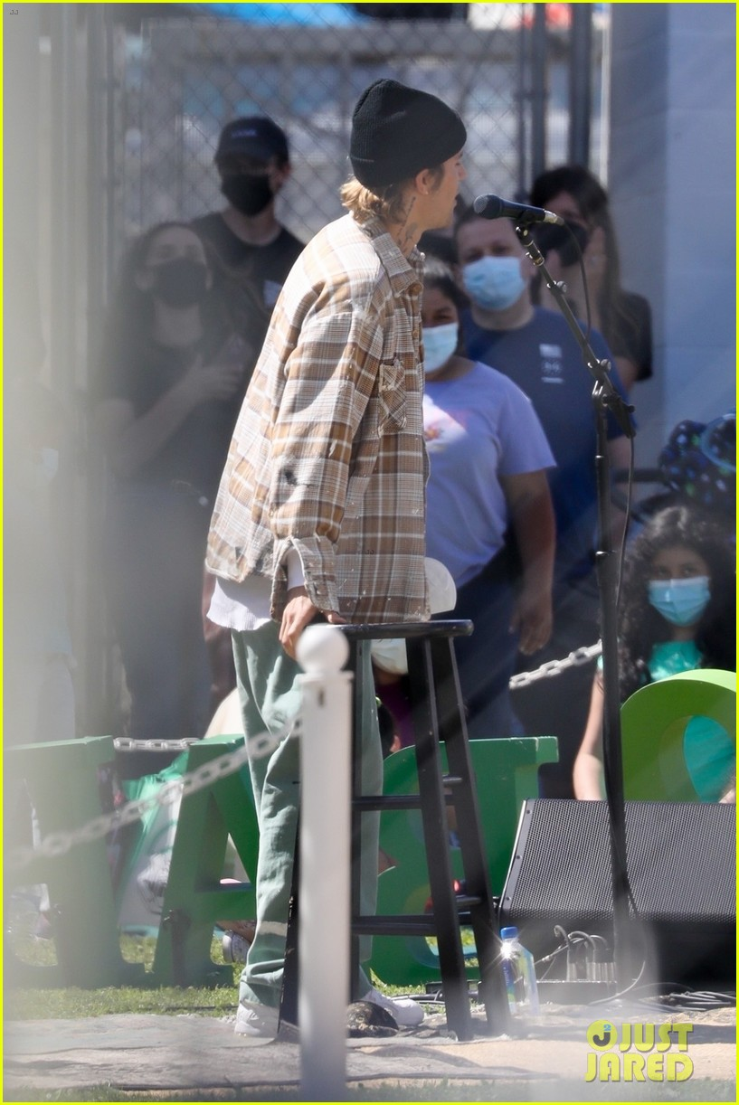 justin bieber performs at school after night out with hailey bieber 73