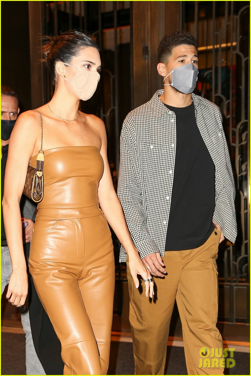 kendall jenner devin booker hold hands on date night 01