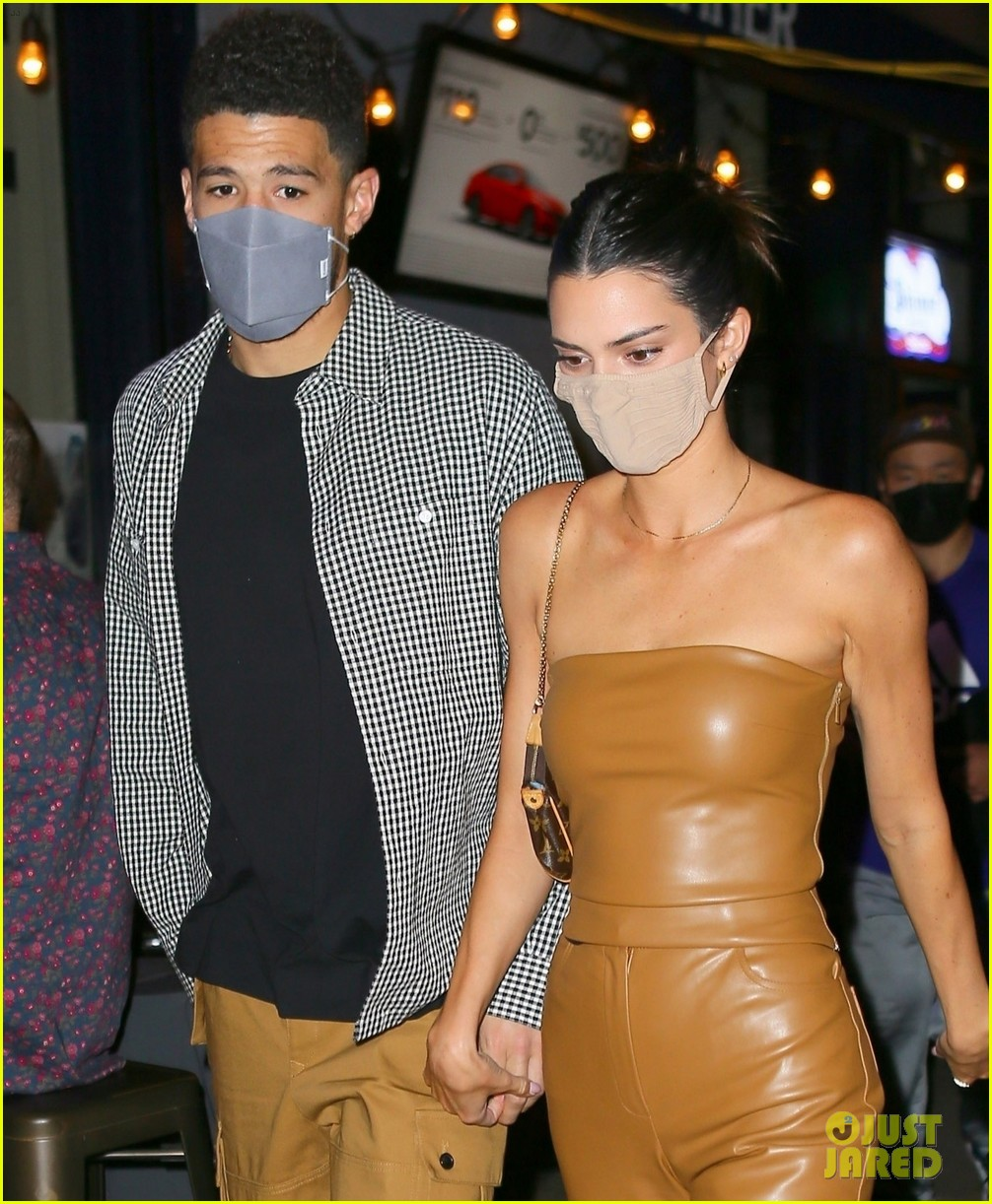 kendall jenner devin booker hold hands on date night 03