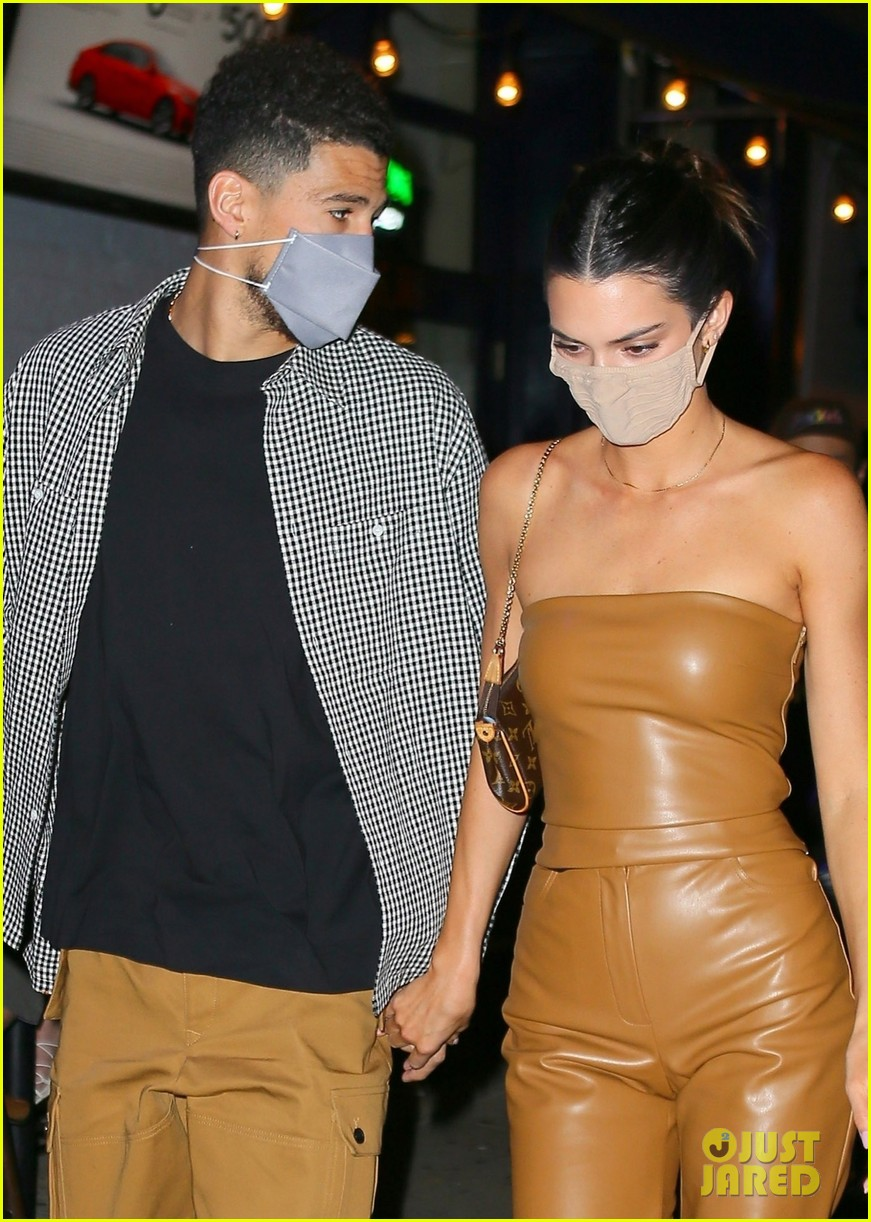 kendall jenner devin booker hold hands on date night 05