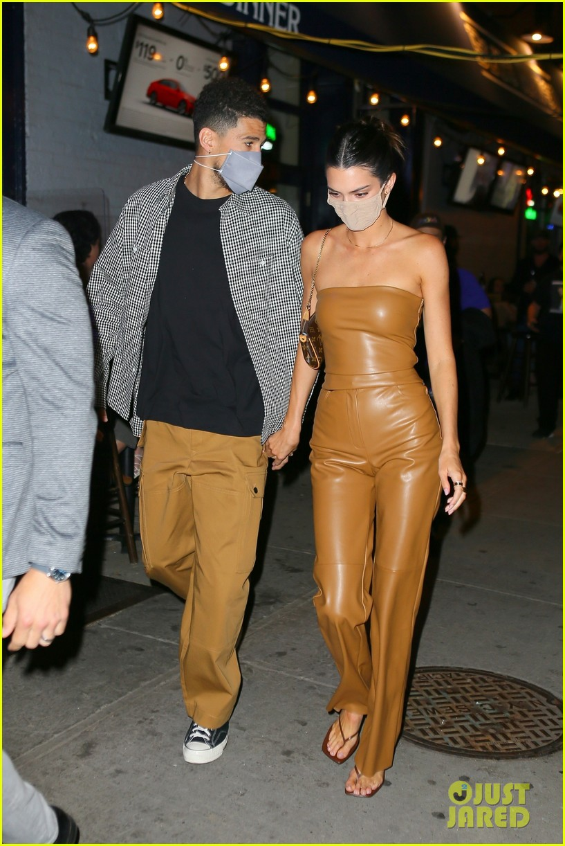 kendall jenner devin booker hold hands on date night 08