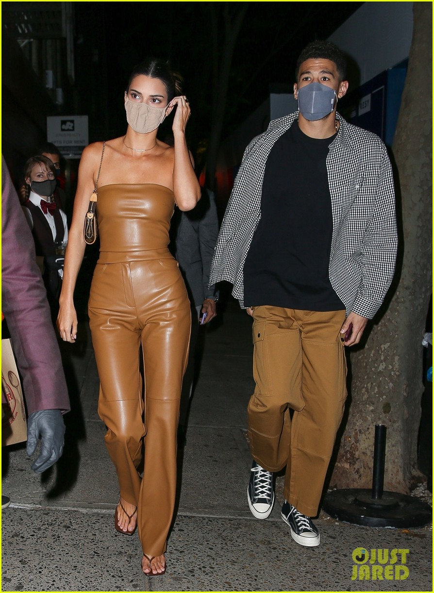 kendall jenner devin booker hold hands on date night 09