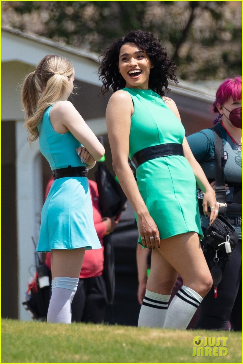 dove cameron chloe bennett yana perault get into character on first day of powerpuff 07