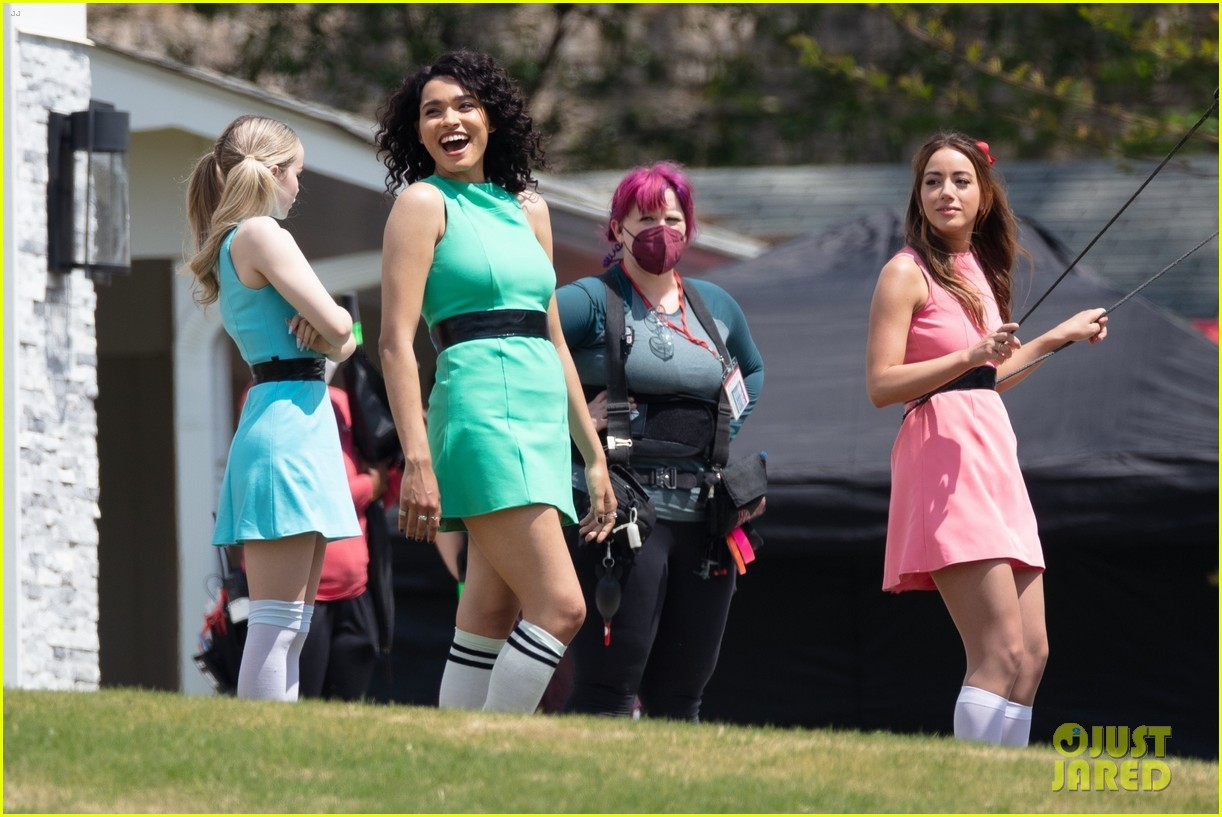 dove cameron chloe bennett yana perault get into character on first day of powerpuff 08