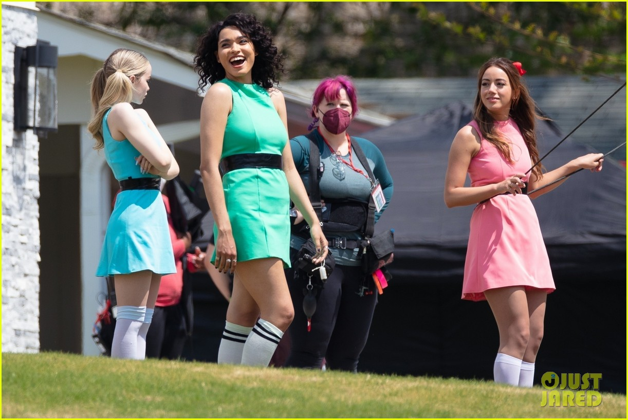 dove cameron chloe bennett yana perault get into character on first day of powerpuff 21
