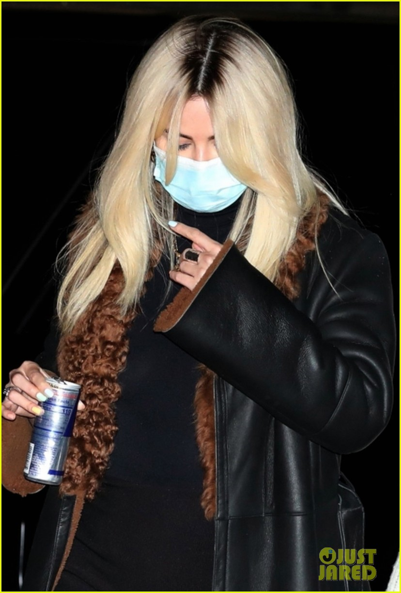selena gomez shows off bleached blonde hair night out 02