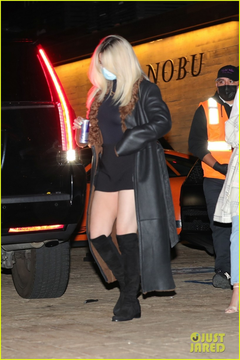 selena gomez shows off bleached blonde hair night out 09