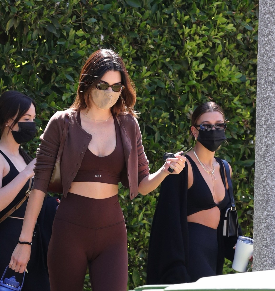 kendall jenner hailey bieber meet up for pilates 02