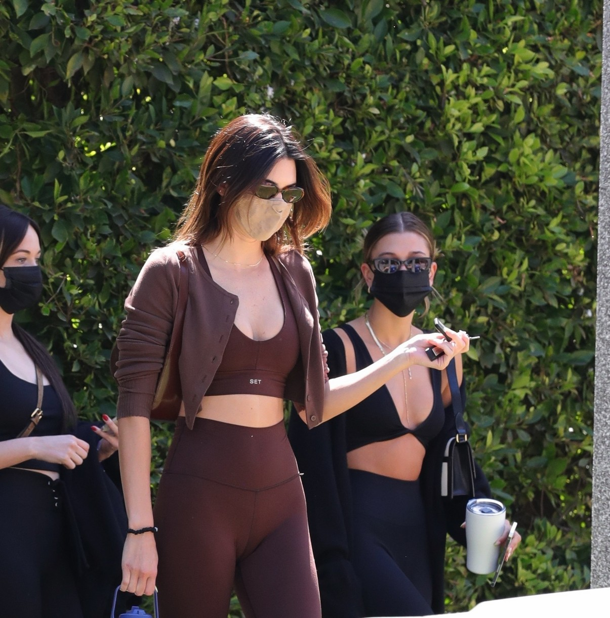 kendall jenner hailey bieber meet up for pilates 09